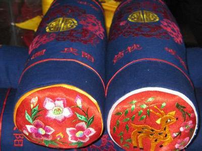 中国传统婚嫁习俗的绣花枕头 终南文苑图片