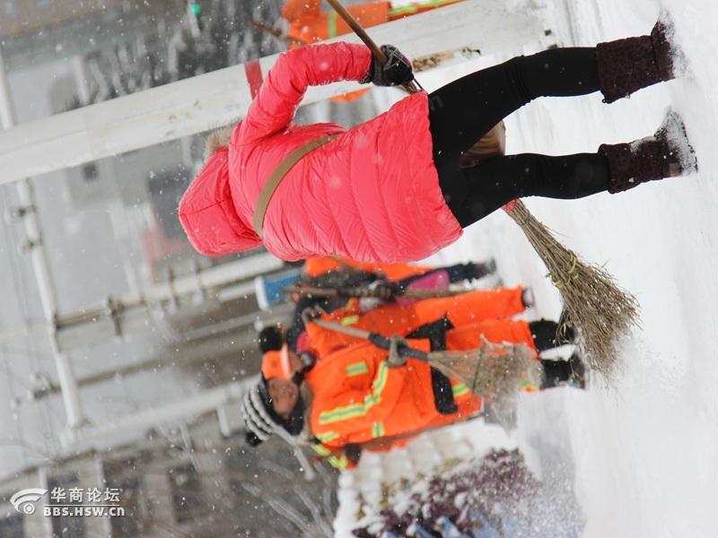 环卫扫雪人图片