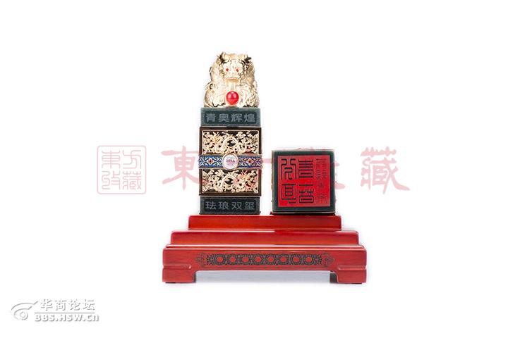 """2014年南京青奥会会徽标志,背面雕刻青奥会吉祥物""""砳砳"""",两高清图片"""