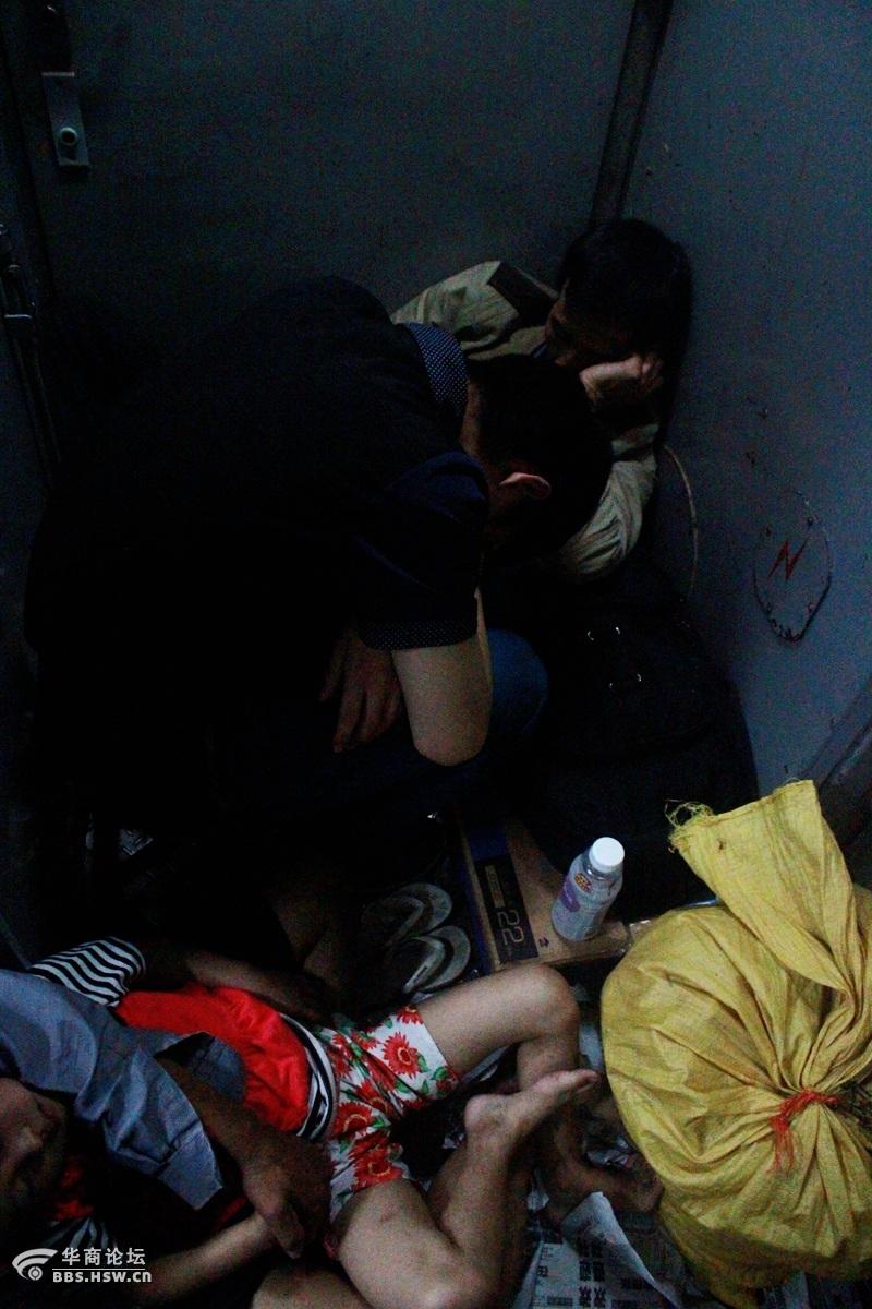 火车上的中国人/描述:IMG_0233_副本.jpg