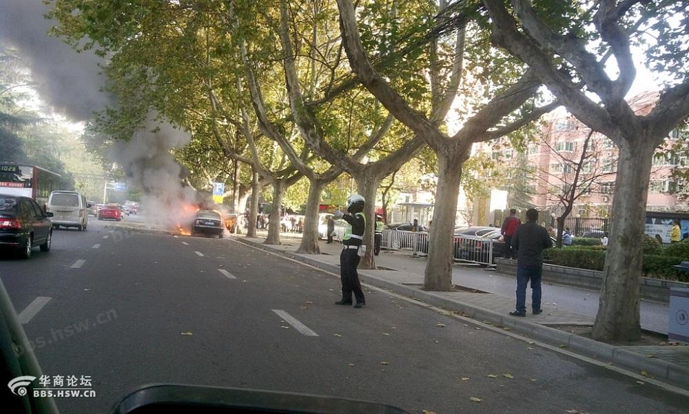 昨天下午目睹大庆路汽车自燃